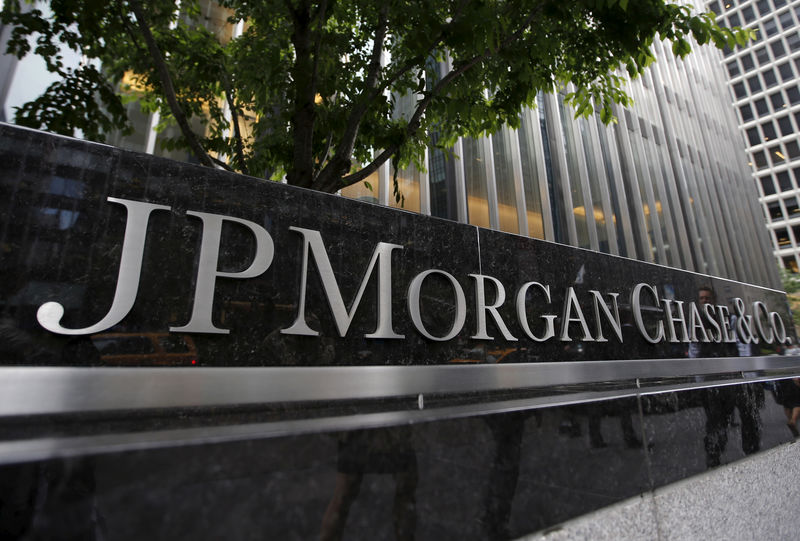 © Reuters. FILE PHOTO: JP Morgan Chase & Co. corporate headquarters in New York