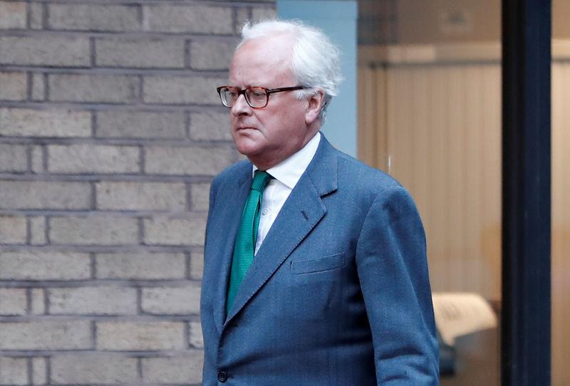 © Reuters. Former Barclays banker, John Varley, arrives at Southwark Crown Court, in central London