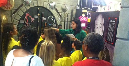 kids-visiting-museums-sm-3